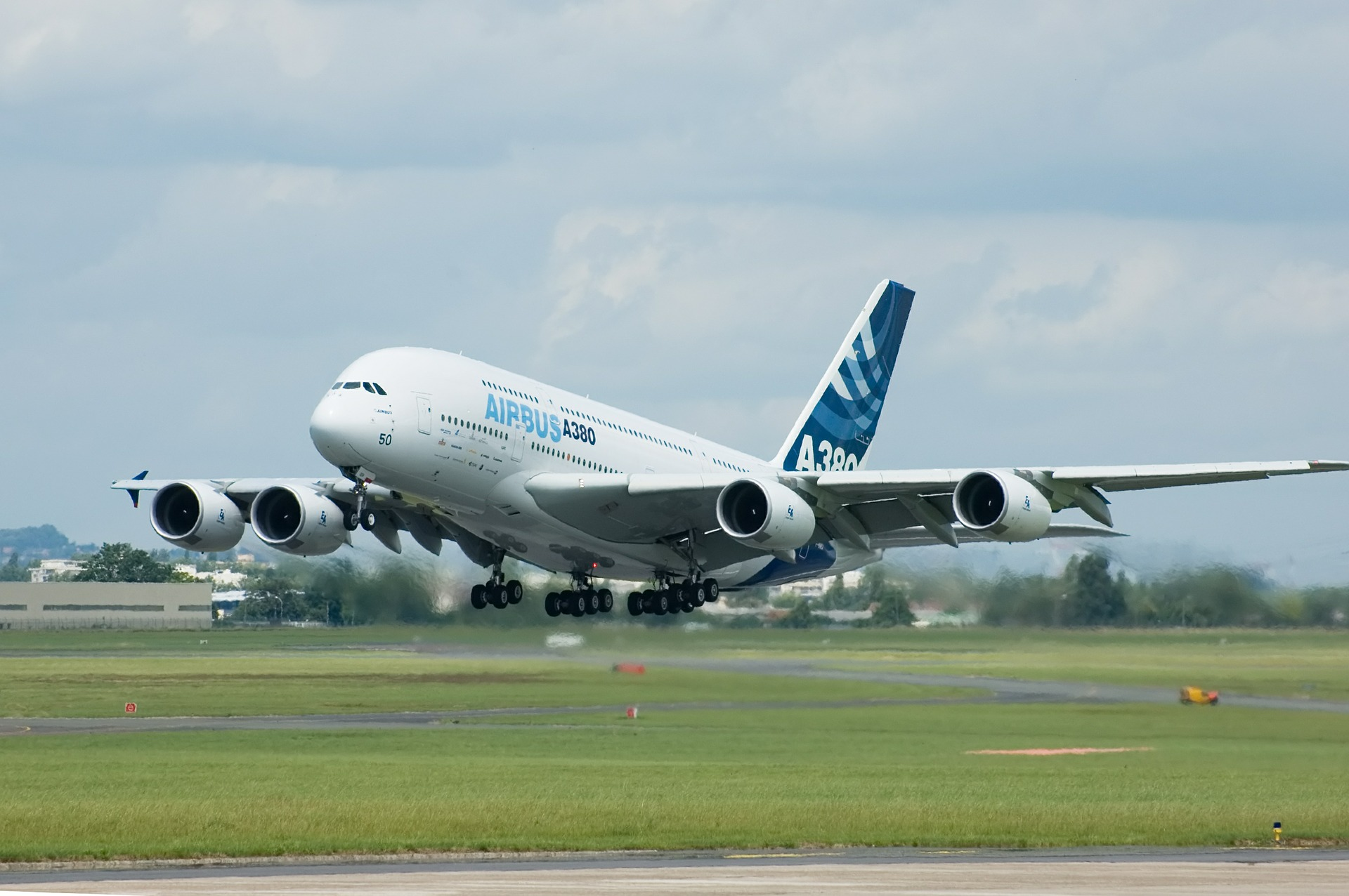 Discover why has Airbus decided to stop producing more A380