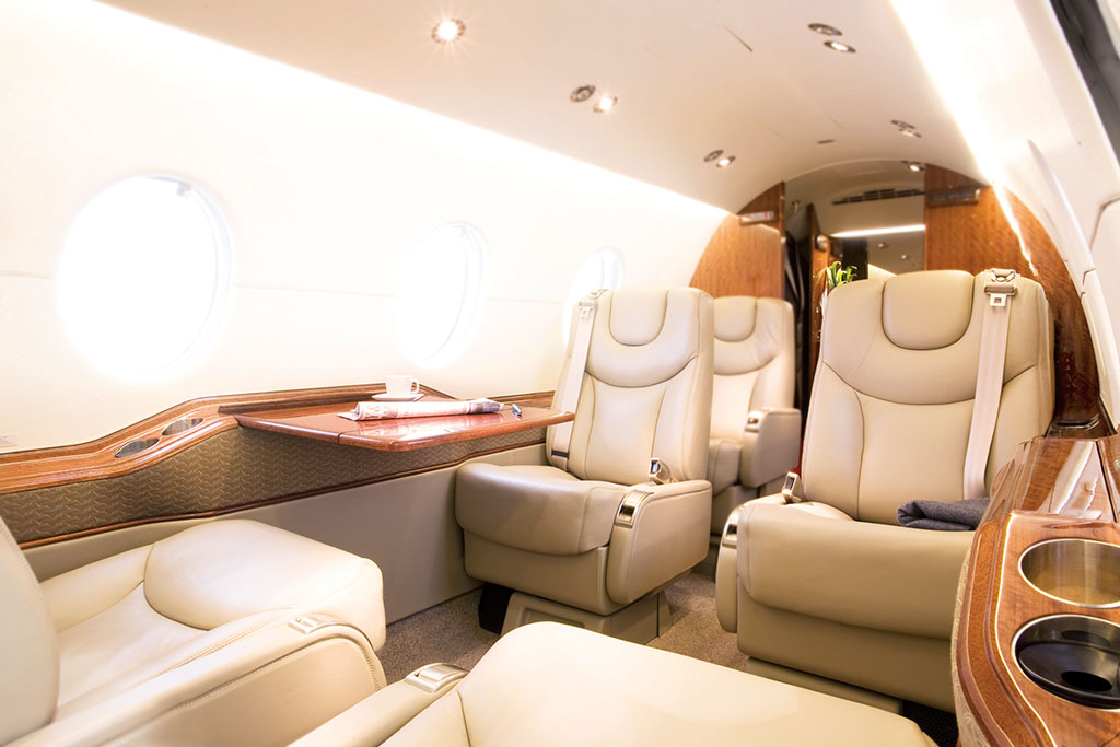 private jet hawker beechcraft 4000
